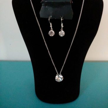 Libros Booktique Fiesta Jewelry silver rhinestone stud earrings necklace